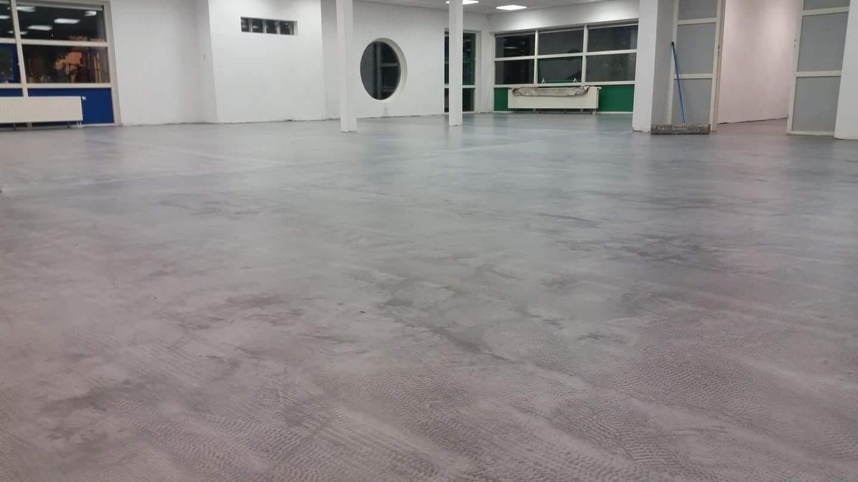 Egaline betonlook vloer prijs betonlook gietvloer egaal grijs met